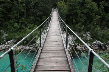 wooden_bridge_over_soc48da_river